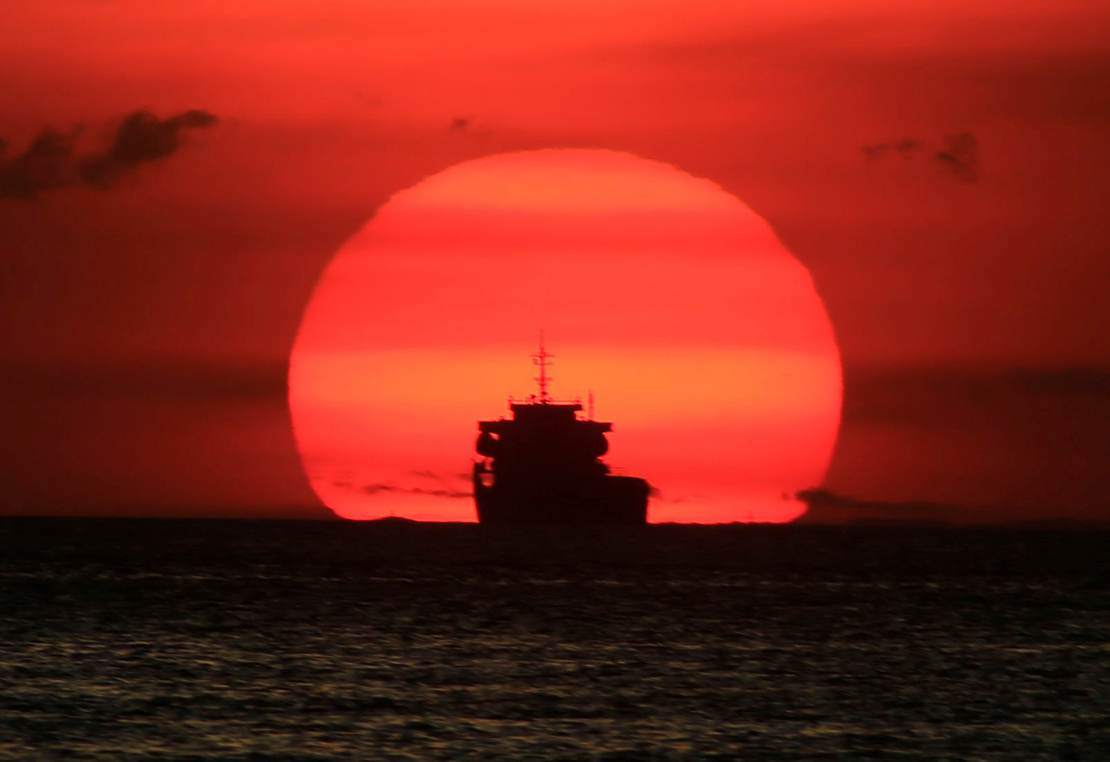 A cargo ship is silhouetted as the sun sets along the coast of Manila bay in Metro Manila, Philippines January 27, 2017. REUTERS/Romeo Ranoco - RC11D6B05500