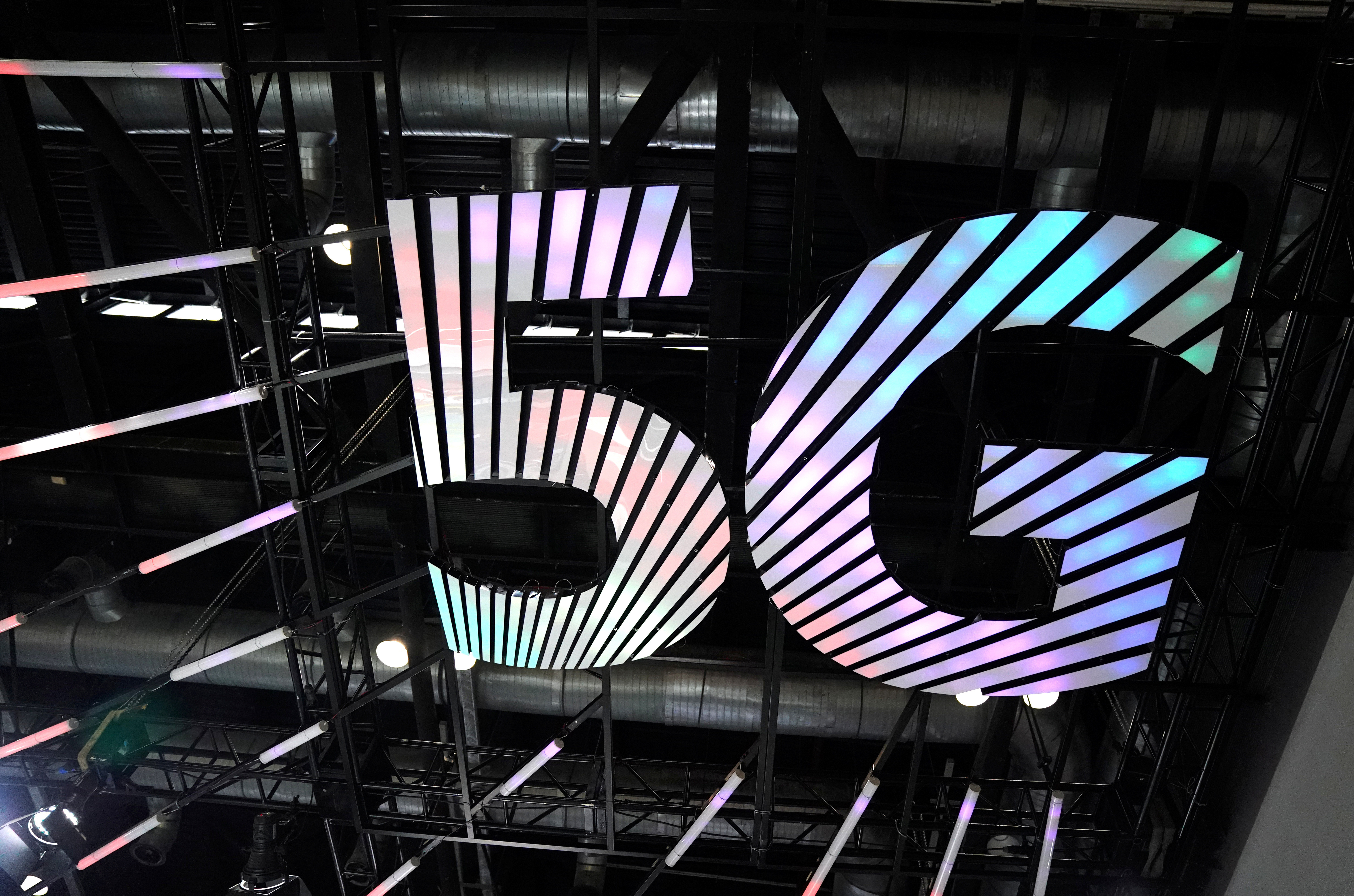 A sign of 5G is seen at the 2020 China International Fair for Trade in Services (CIFTIS) in Beijing, China September 4, 2020. REUTERS/Tingshu Wang - RC2JRI94S245
