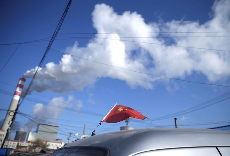 9月29日、中国の習近平国家主席はこのほど、二酸化炭素(CO2)排出量を2060年までに実質ゼロにするとの骨の折れる宿題を自らに課して見せた。中国・ハルビン氏の火力発電所付近で2019年11月撮影