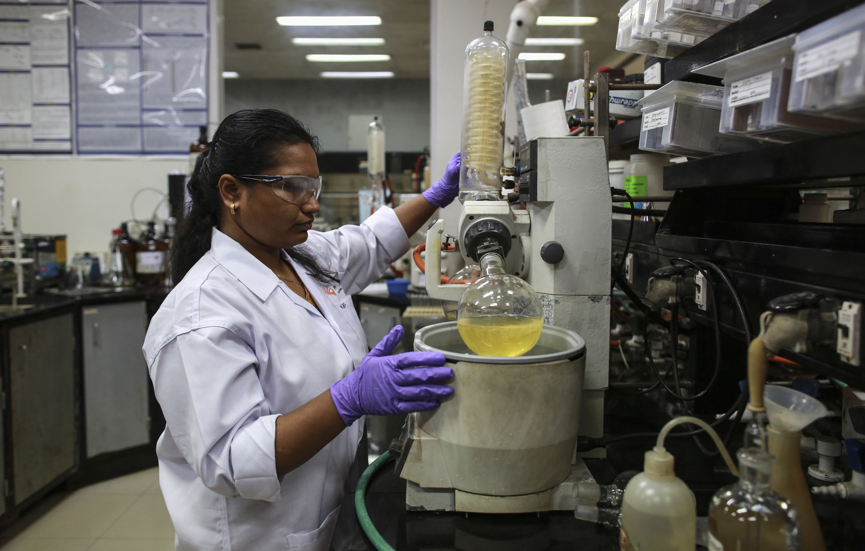 An employee works inside a laboratory at Piramal's Research Centre in Mumbai August 11, 2014. Indian drugmakers are fleeing a regulatory morass at home and moving some research and development to Europe and the United States as they try to boost margins by producing high-value drugs. Companies like Piramal Enterprises Ltd, Sun Pharmaceutical Industries Ltd and Lupin Ltd are investing millions of dollars and placing their future growth in foreign regulators' hands, as they seek to add more complex drugs to their product lines. Picture taken August 11, 2014. To match INDIA-PHARMACEUTICALS/RESEARCH/ REUTERS/Danish Siddiqui (INDIA - Tags: HEALTH BUSINESS DRUGS SOCIETY SCIENCE TECHNOLOGY) - GM1EA8T0EJC01