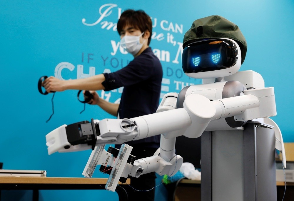 Mira Robotics CEO Ken Matsui operates an Ugo avatar robot during a demonstration at the company's laboratory in Kawasaki, Japan June 8, 2020. Picture taken June 8, 2020. REUTERS/Kim Kyung-Hoon - RC2M5H9QKSWN