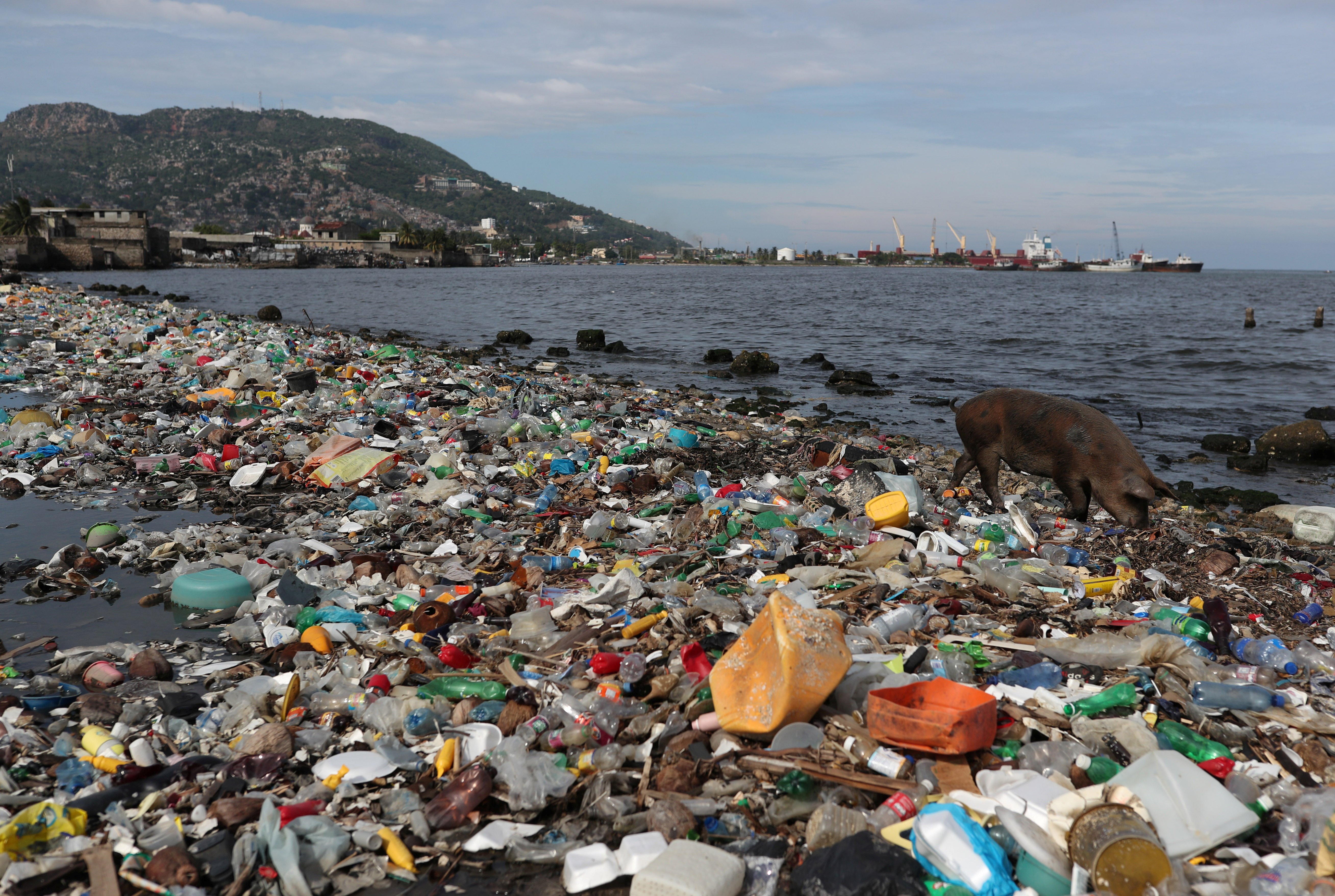 Plastic and other debris are seen on the shores of Cap Haitian beach, in Cap Haitian, Haiti October 9, 2018. REUTERS/Ricardo Rojas - RC1BEDCB32D0