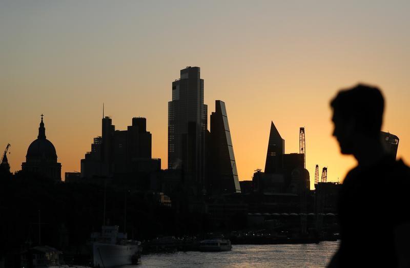 新型コロナウイルス禍は多くの企業経営者の不意を突き、世界のビジネスを混乱に陥れた。耐性の欠如が浮き彫りにしたのは、経営者が長期的な視点を持つことの重要性だ。写真はロンドンで9月撮影