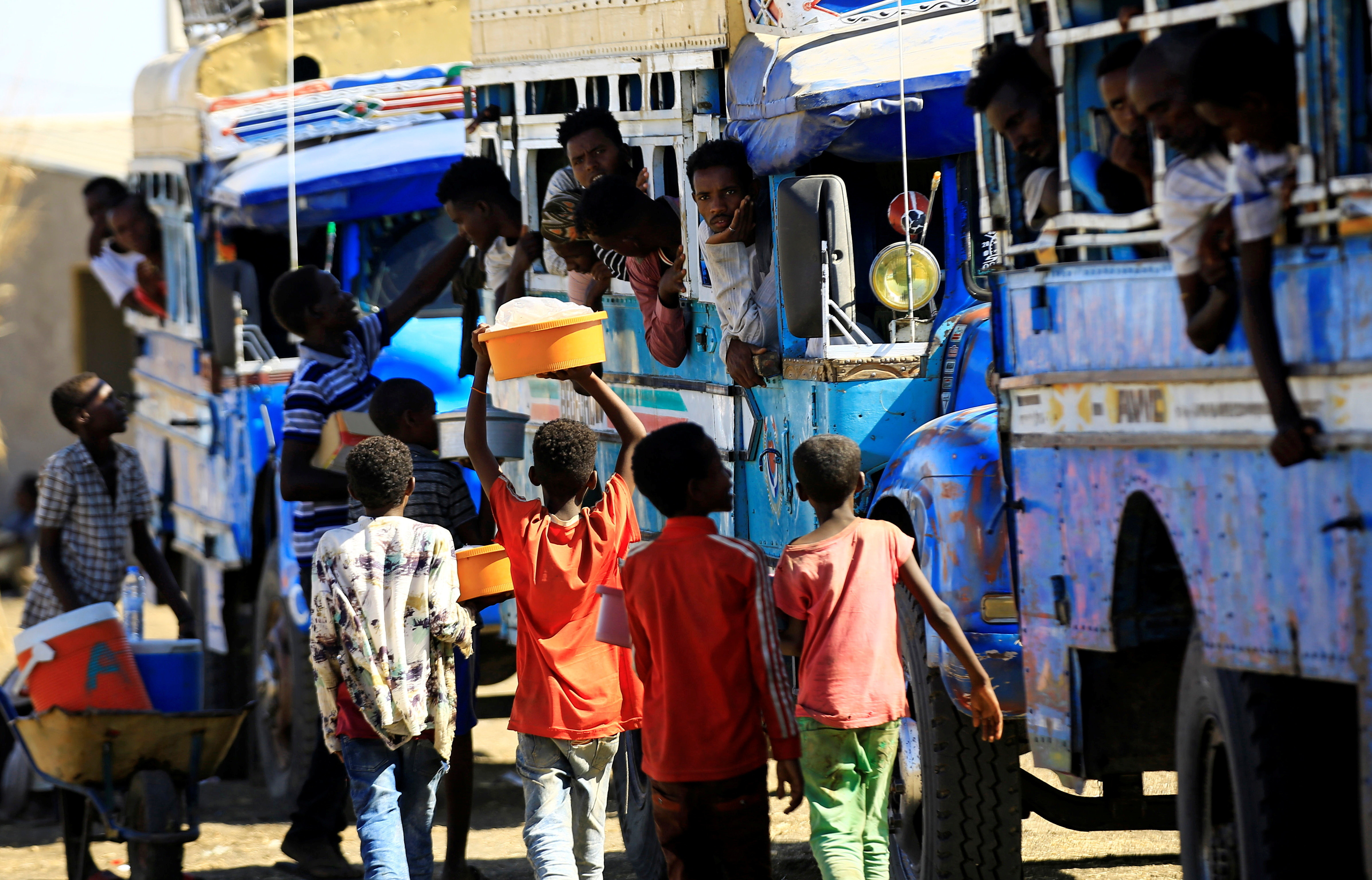 Ethiopian refugees who fled Tigray region, board courtesy buses at the Fashaga camp as they are transferred to Um-Rakoba camp on the Sudan-Ethiopia border, in Kassala state, Sudan December 13, 2020. REUTERS/Mohamed Nureldin Abdallah - RC2LMK9P4QNT