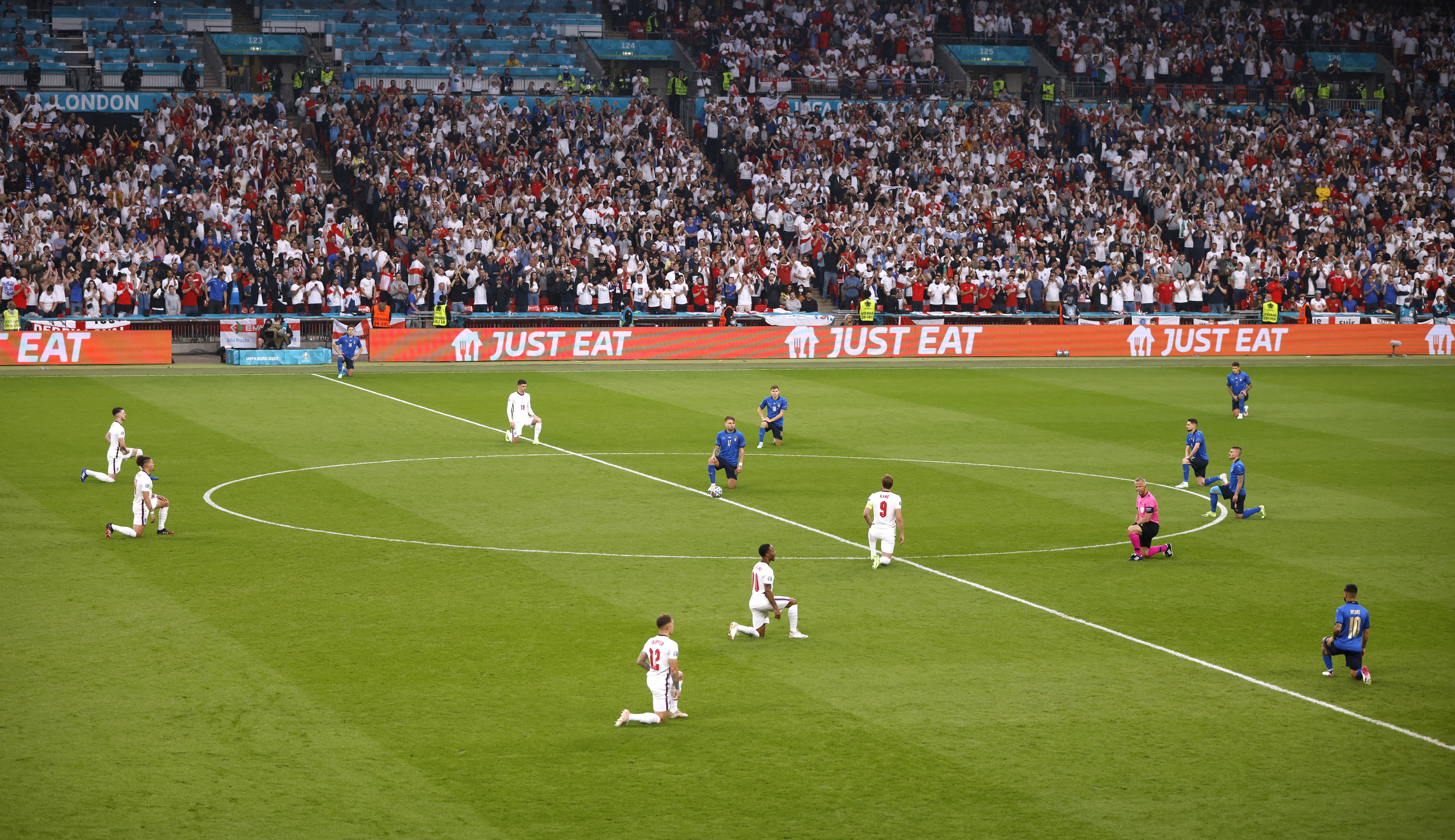soccer Football - Euro 2020 - Final - Italy v England - Wembley Stadium, London, Britain - July 11, 2021 General view of players taking the knee before the match
