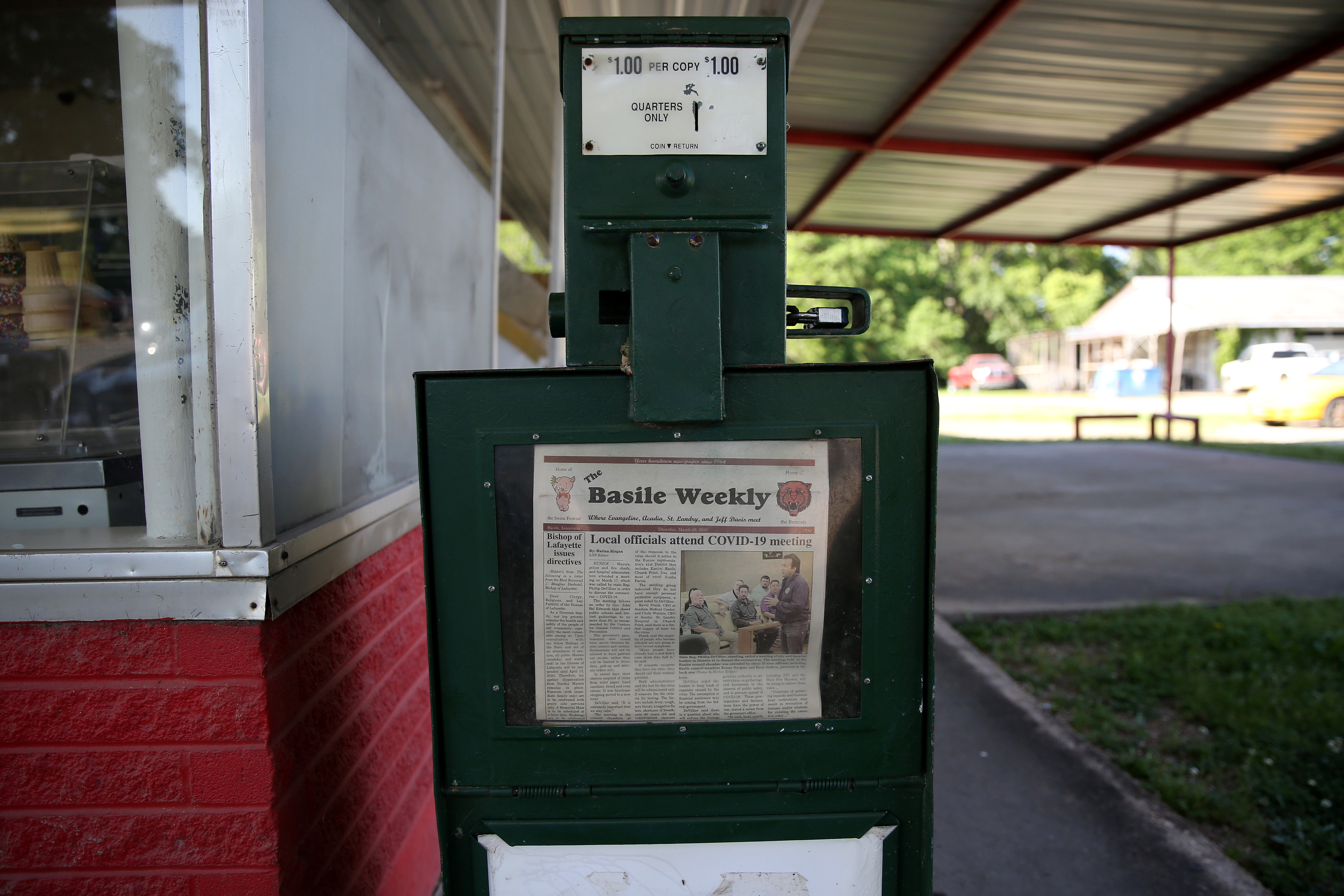 A newspaper vending machine is pictured in Basile amid a coronavirus disease (COVID-19) outbreak across the state of Louisiana, U.S., March 26, 2020.  REUTERS/Jonathan Bachman - RC2YWF9XD6X0