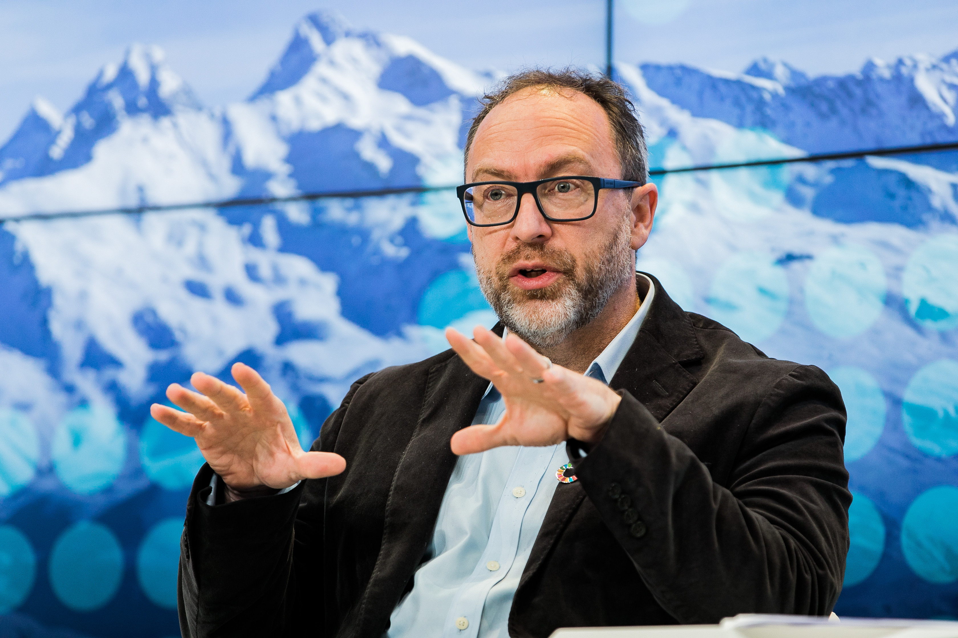 """Jimmy Wales, Founder, Wikipedia.org, USA speaking during the Session """"Fake News versus Real Politics"""" at the Annual Meeting 2018 of the World Economic Forum in Davos, January 24, 2018.Copyright by World Economic Forum / Jakob Polacsek"""