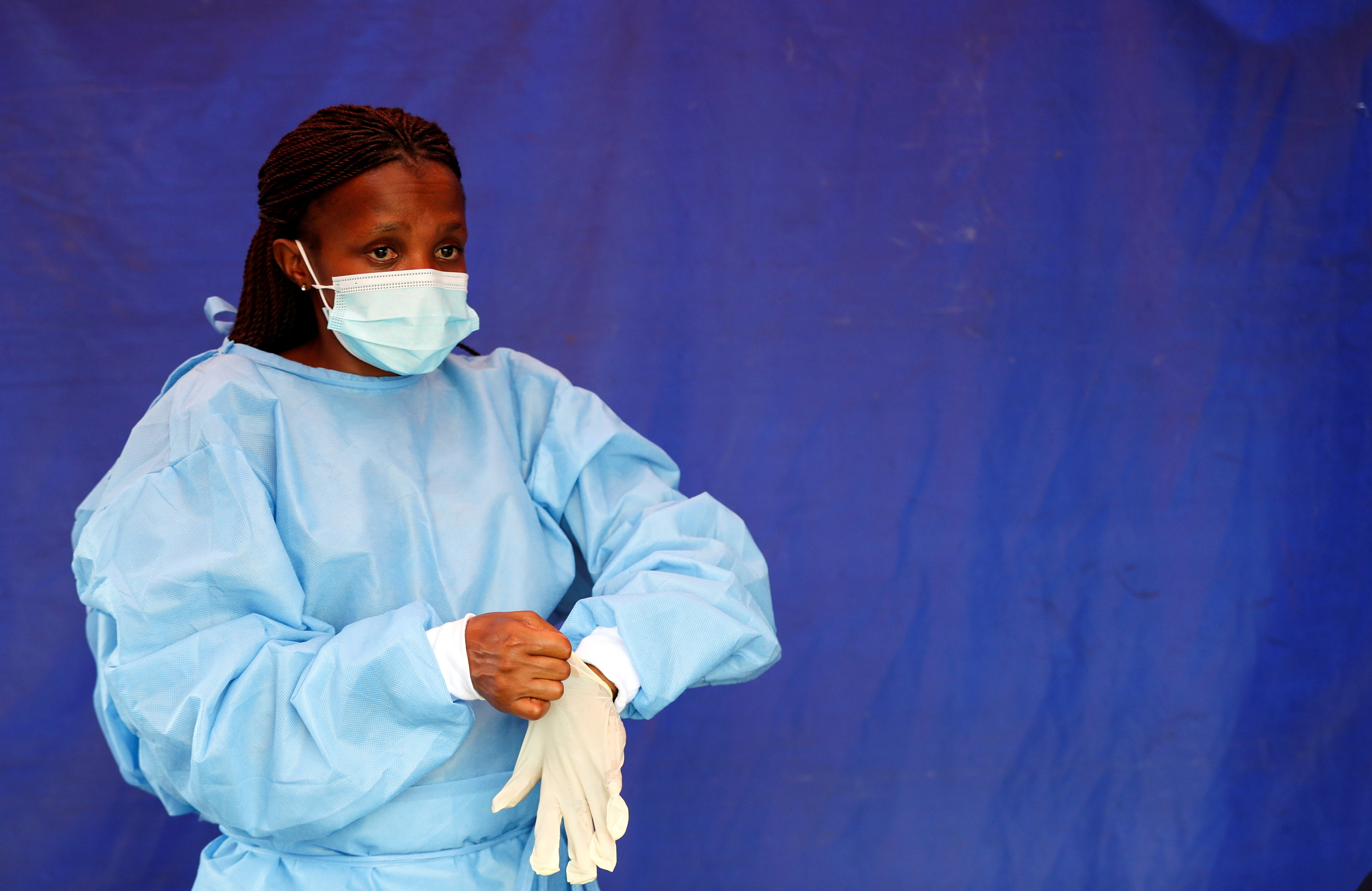 A health worker wears protective clothing as she prepares for testing travellers for the coronavirus disease (COVID-19) amid a nationwide COVID-19 lockdown, at the Grasmere Toll Plaza, in Lenasia, South Africa, January 14, 2021. REUTERS/Siphiwe Sibeko - RC2R7L9ZSRWX
