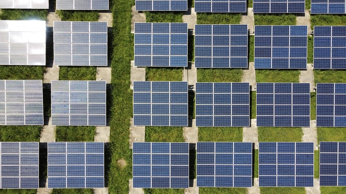 A-number-of-solar-panels-are-lined-up-which-are-effective-for-reaching-net-zero-target