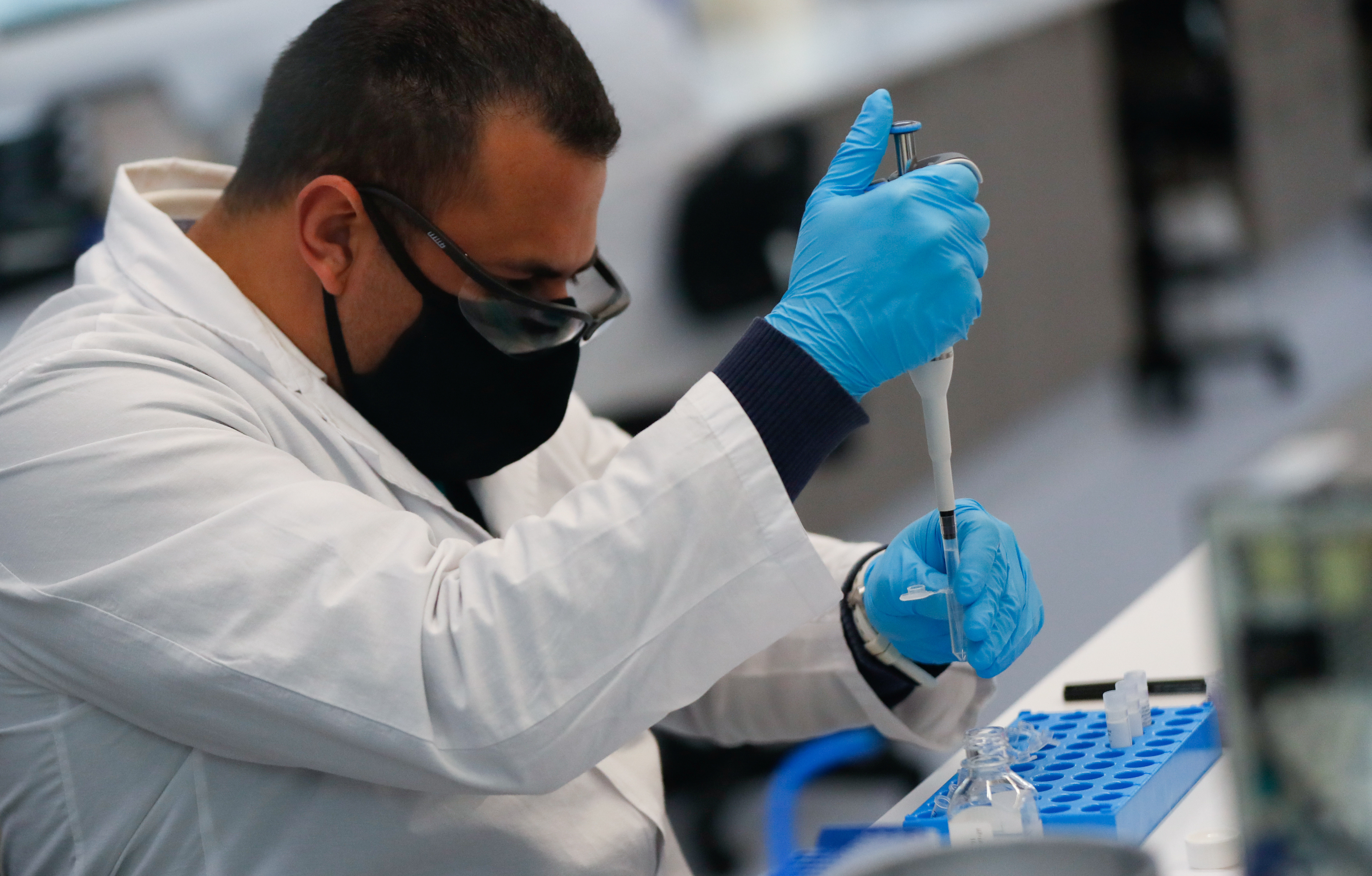A laboratory technician of biotechnology company mAbxience is seen working, amid the outbreak of the coronavirus disease (COVID-19), in Buenos Aires, Argentina August 13, 2020. REUTERS/Agustin Marcarian - RC29DI9XQTQP