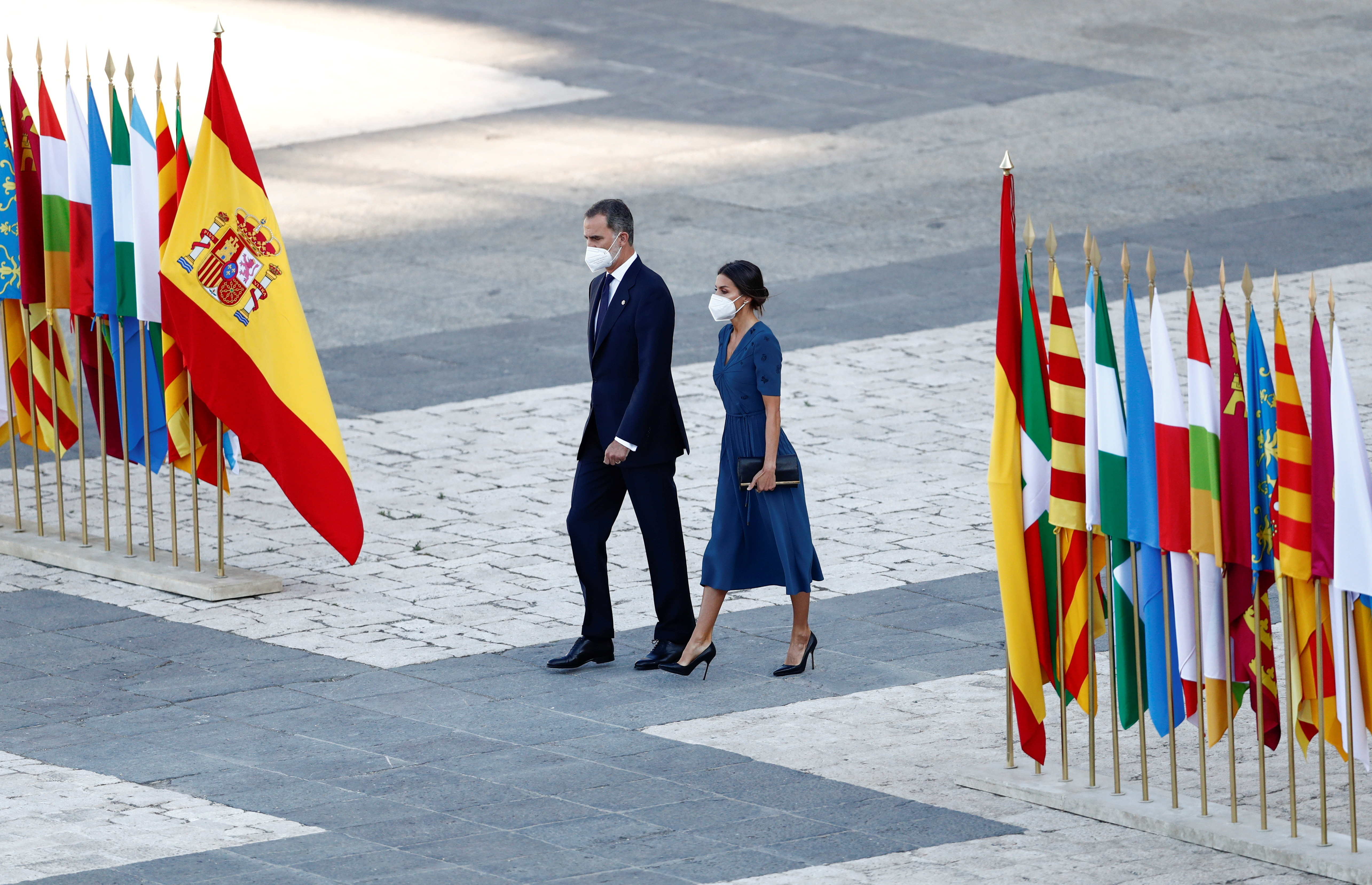 Spain's King Felipe and Queen Letizia attend a state tribute in memory of Spain's coronavirus disease (COVID-19) victims, at the Royal Palace in Madrid, Spain, July 15, 2021. REUTERS/Javier Barbancho - RC2VKO9RIFLI