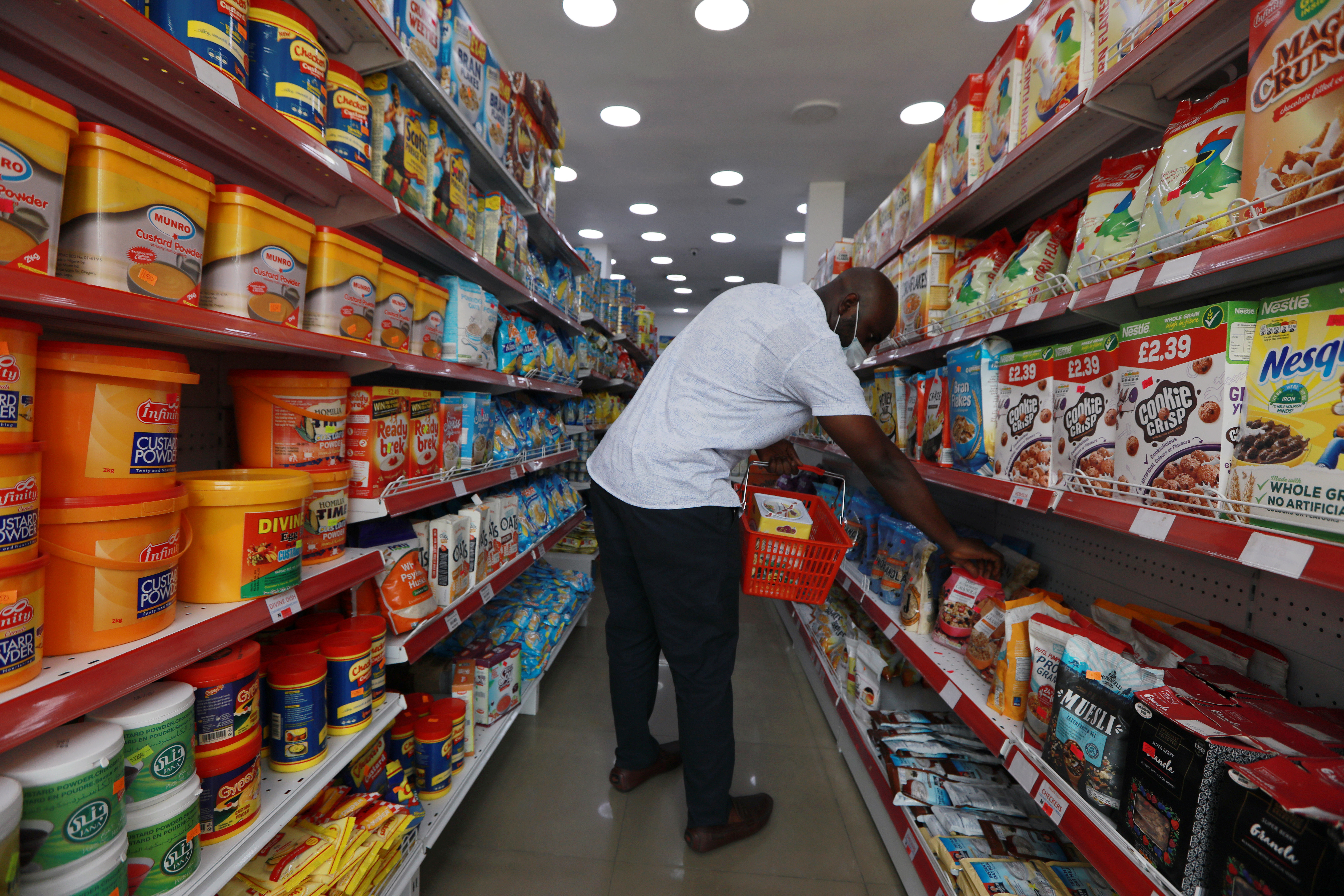 A man wears a protective mask as he shops for groceries at Bakan Gizo supermarket, amid the coronavirus disease (COVID-19) outbreak, in Abuja, Nigeria June 11, 2020. REUTERS/Afolabi Sotunde - RC237H9WH975
