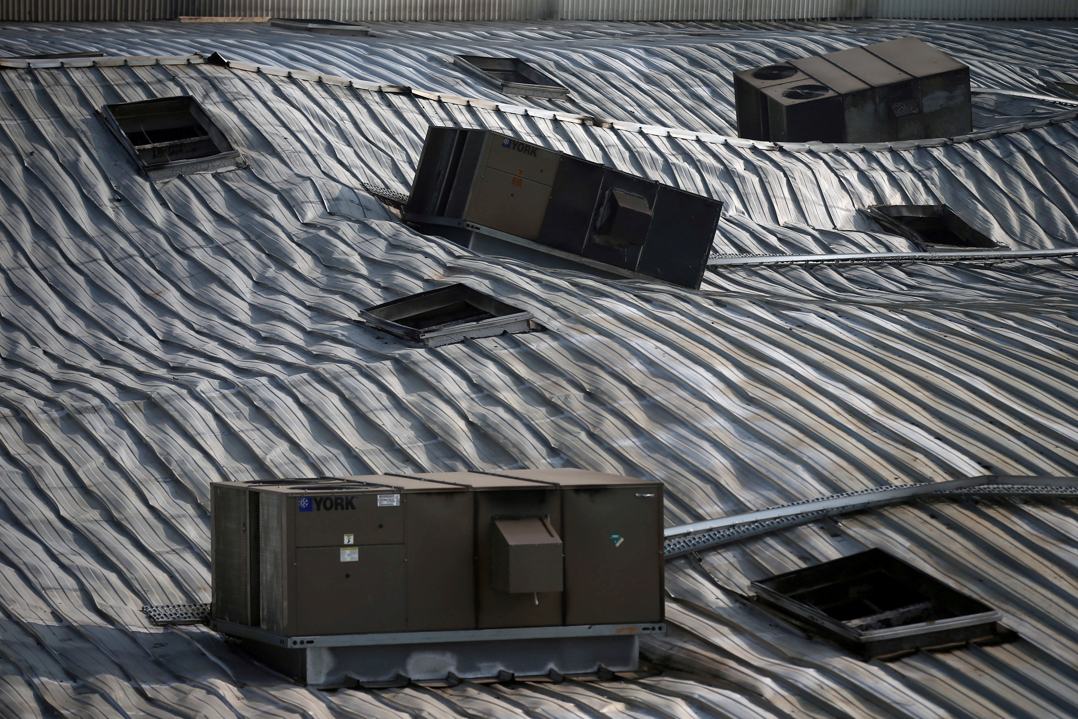 Air conditioners are pictured on the damaged roof of Mexican supermarket Chedraui, where fire broke out, in Mexico City, Mexico March 9, 2018. REUTERS/Edgard Garrido - RC11839705C0