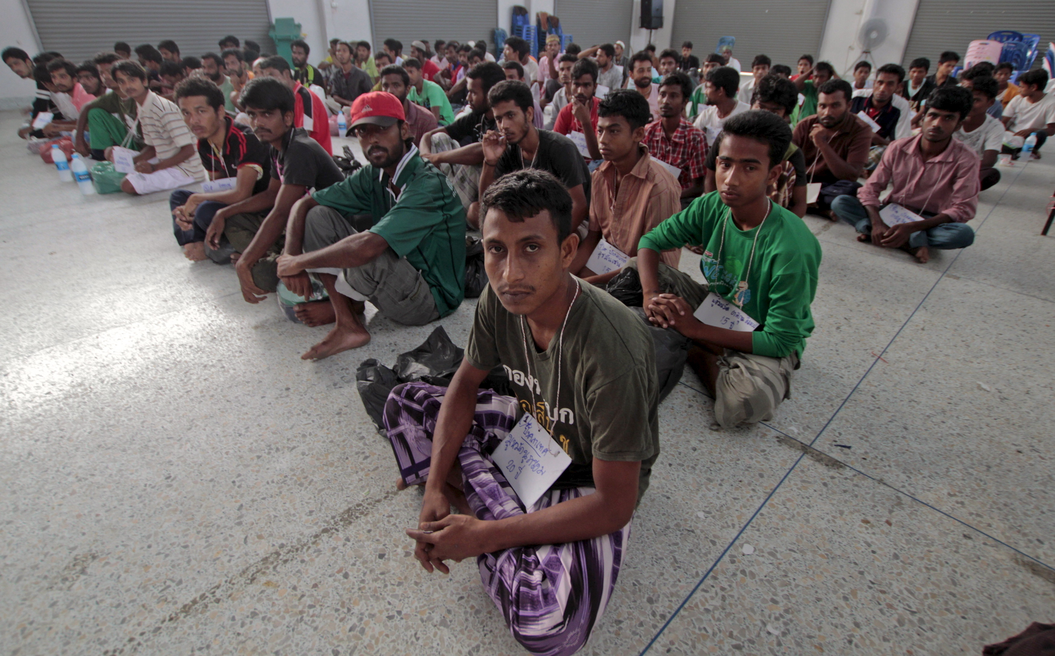Suspected Rohingya migrants from Myanmar and Bangladesh rest at Rattaphum district hall in Thailand's southern Songkhla province May 9, 2015. Thai authorities on Saturday questioned the more than 100 migrants discovered in the country's south to determine whether they were victims of human trafficking, as Thailand races to meet a deadline to uncover people smuggling camps within its borders.   REUTERS/Surapan Boonthanom      TPX IMAGES OF THE DAY      - GF10000089159