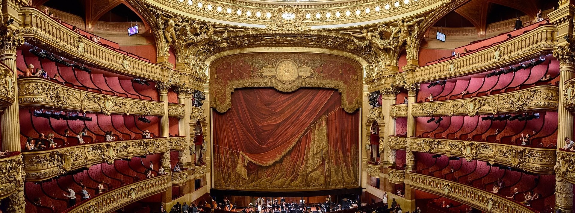 image of an opera house