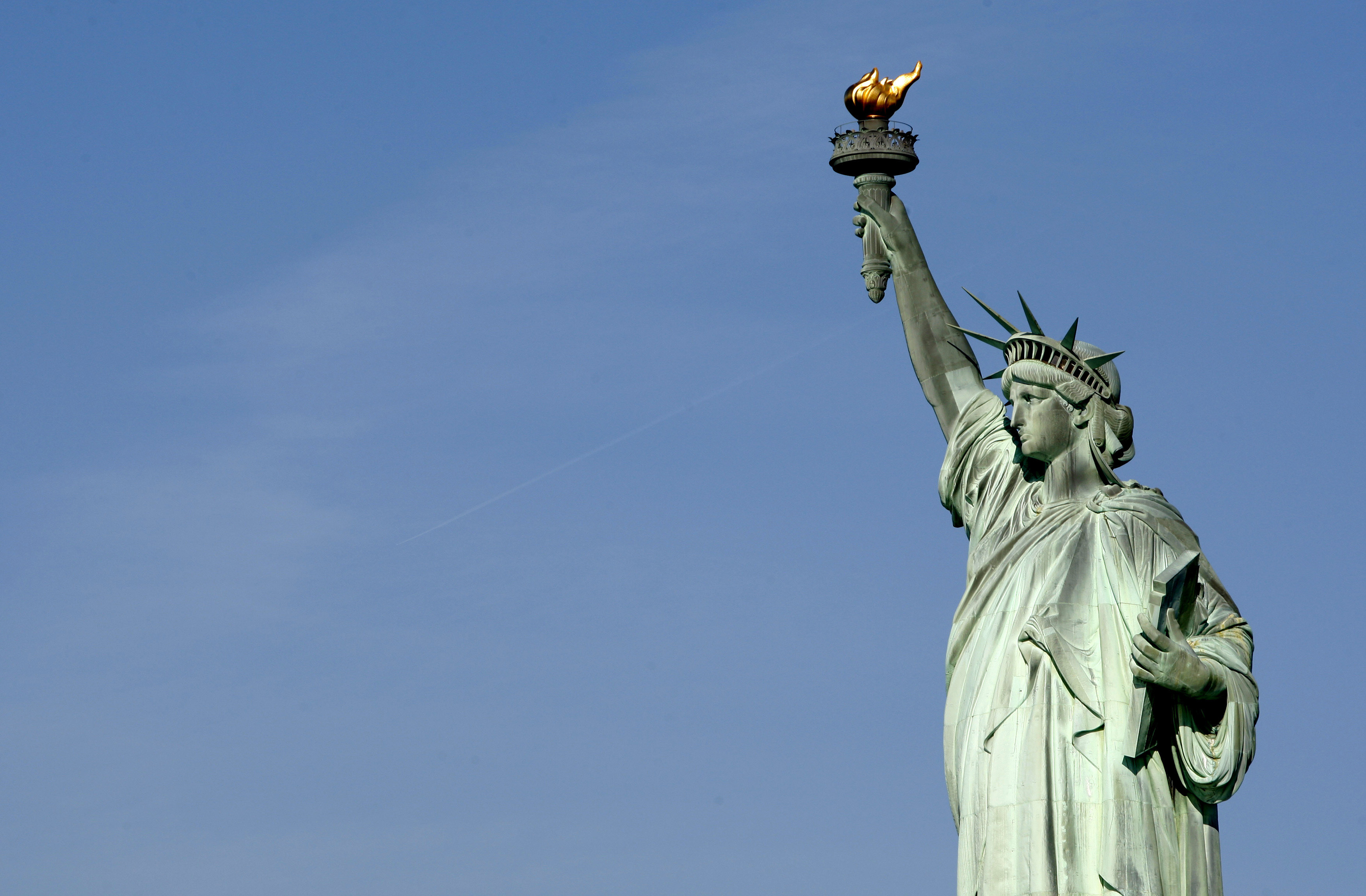 The Statue of Liberty in New York harbor is seen in this photograph taken May 20, 2009. Visitors to the statue will again be allowed to climb to the Statue's crown which will re-open to the public on July 4th, 2009, after having been closed since the September 11, 2001 attacks.  REUTERS/Mike Segar   (UNITED STATES SOCIETY) - GM1E55L02NS01