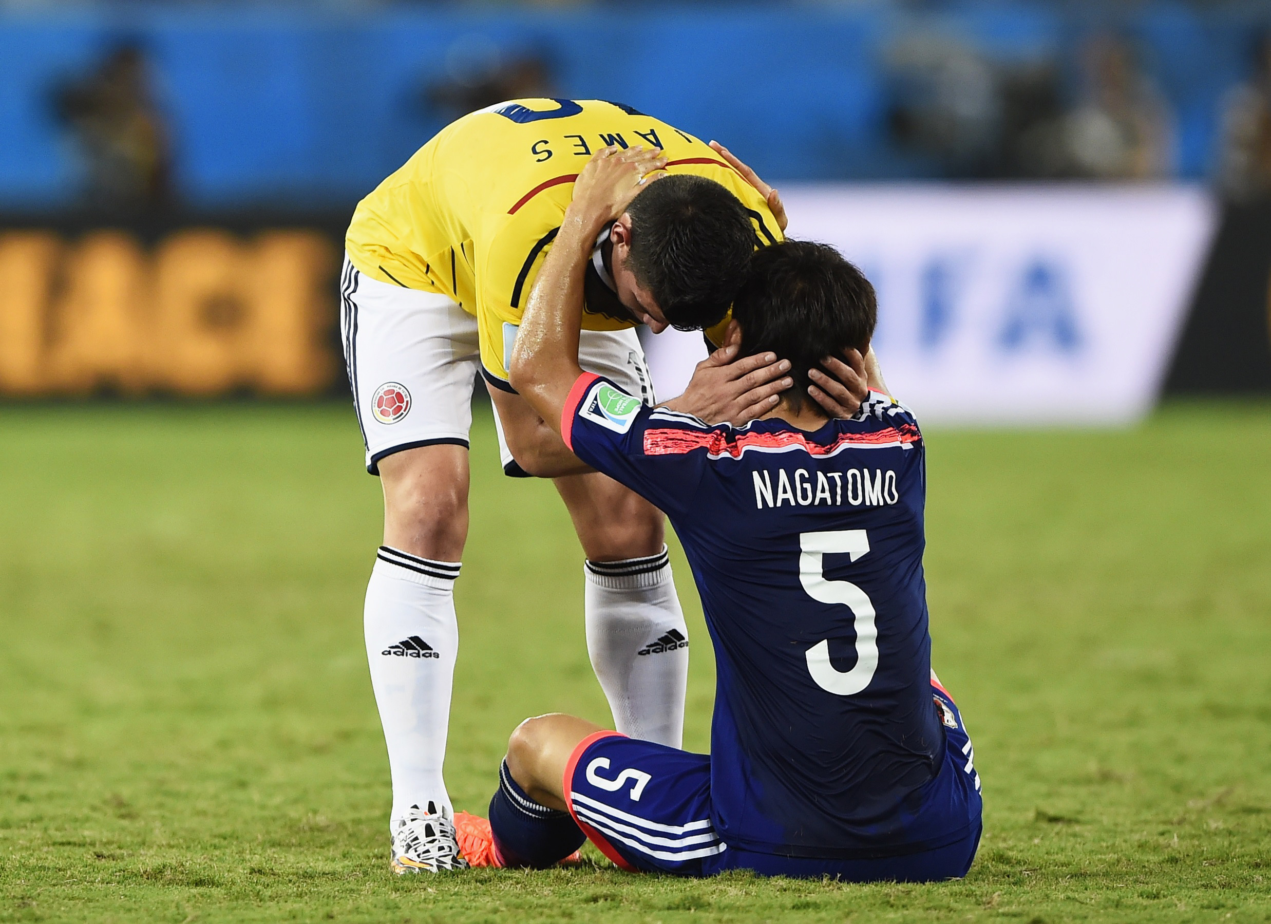 Colombia's James Rodriguez (L) greets Japan's Yuto Nagatomo after Colombia won their 2014 World Cup Group C soccer match at the Pantanal arena in Cuiaba June 24, 2014. REUTERS/Dylan Martinez (BRAZIL  - Tags: SOCCER SPORT WORLD CUP)   - TB3EA6O1PIKUR