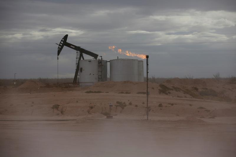 9月24日、欧州では天然ガスと電力、中国では石炭の価格がともに過去最高水準に達し、米国でもガス価格が数年ぶりの高値で推移。写真は2019年11月、米テキサス州パーミアンの油田で撮影
