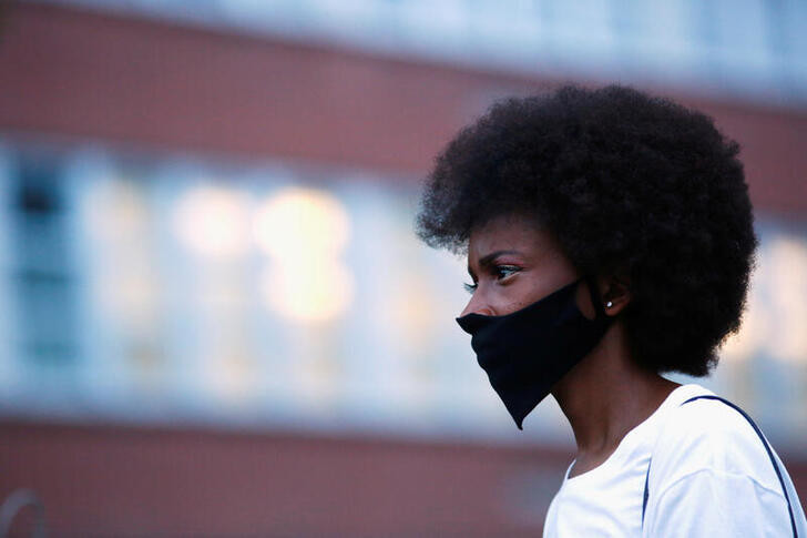 A demonstrator wearing a face mask due to the ongoing coronavirus disease (COVID-19) outbreak, protests the shooting of Jacob Blake in Denver, Colorado, U.S., August 24, 2020.  REUTERS/Kevin Mohatt