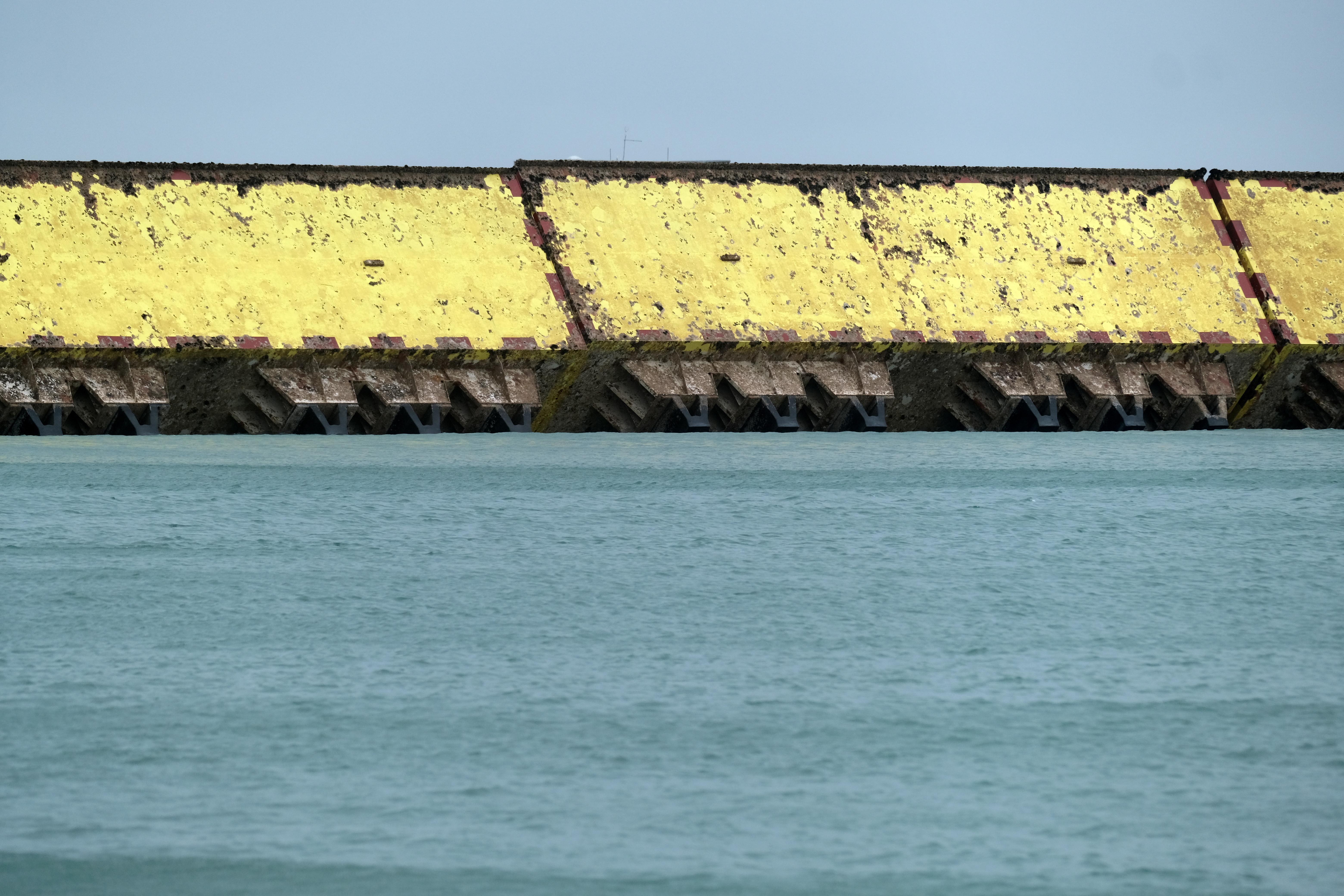El esquema de la barrera de inundación de Mose se utiliza por segunda vez en Venecia, Italia, el 15 de octubre de 2020.