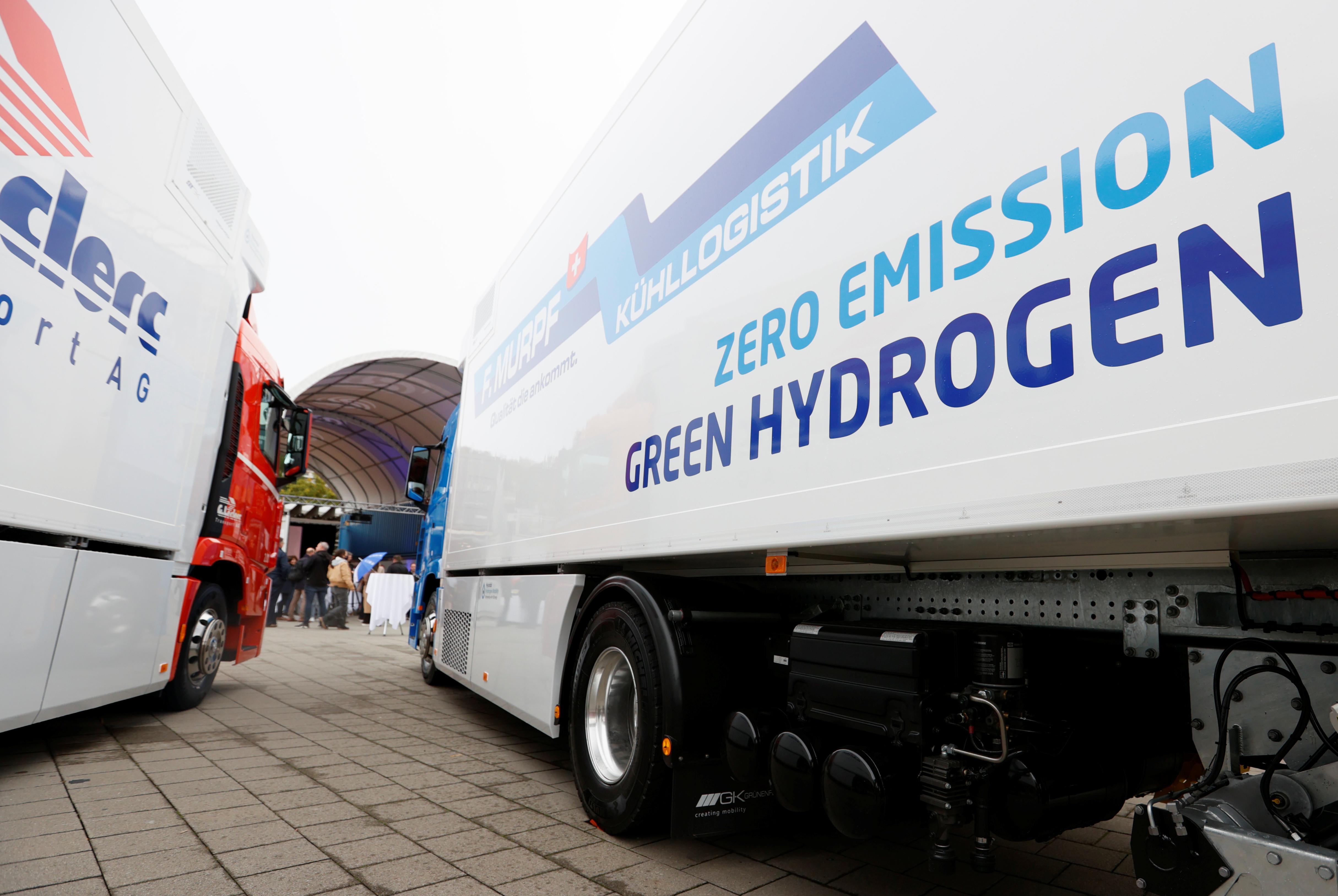 sustainable travel hydrogen fuel  Hyundai emission transport