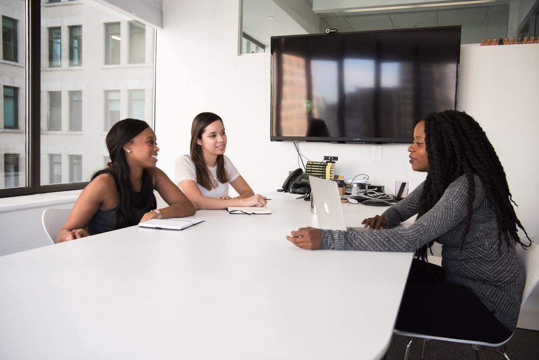 En los EE.UU., aproximadamente cuatro de cada cinco empresas de capital riesgo nunca han empleado a una mujer en un puesto de inversión de alto nivel.