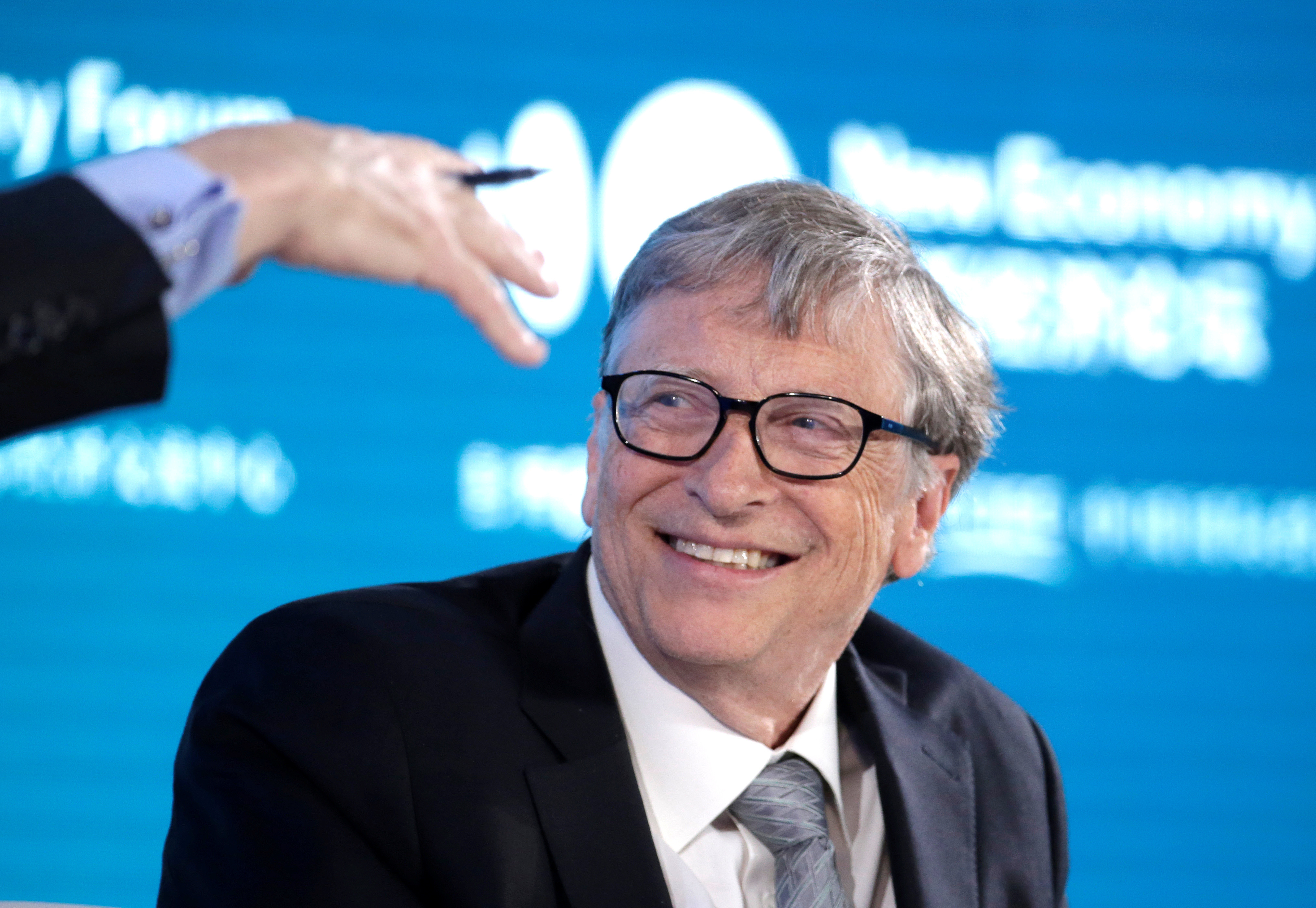 Bill Gates, Co-Chair of Bill & Melinda Gates Foundation, attends a conversation at the 2019 New Economy Forum in Beijing, China November 21, 2019. REUTERS/Jason Lee - RC2MFD9FAT7I