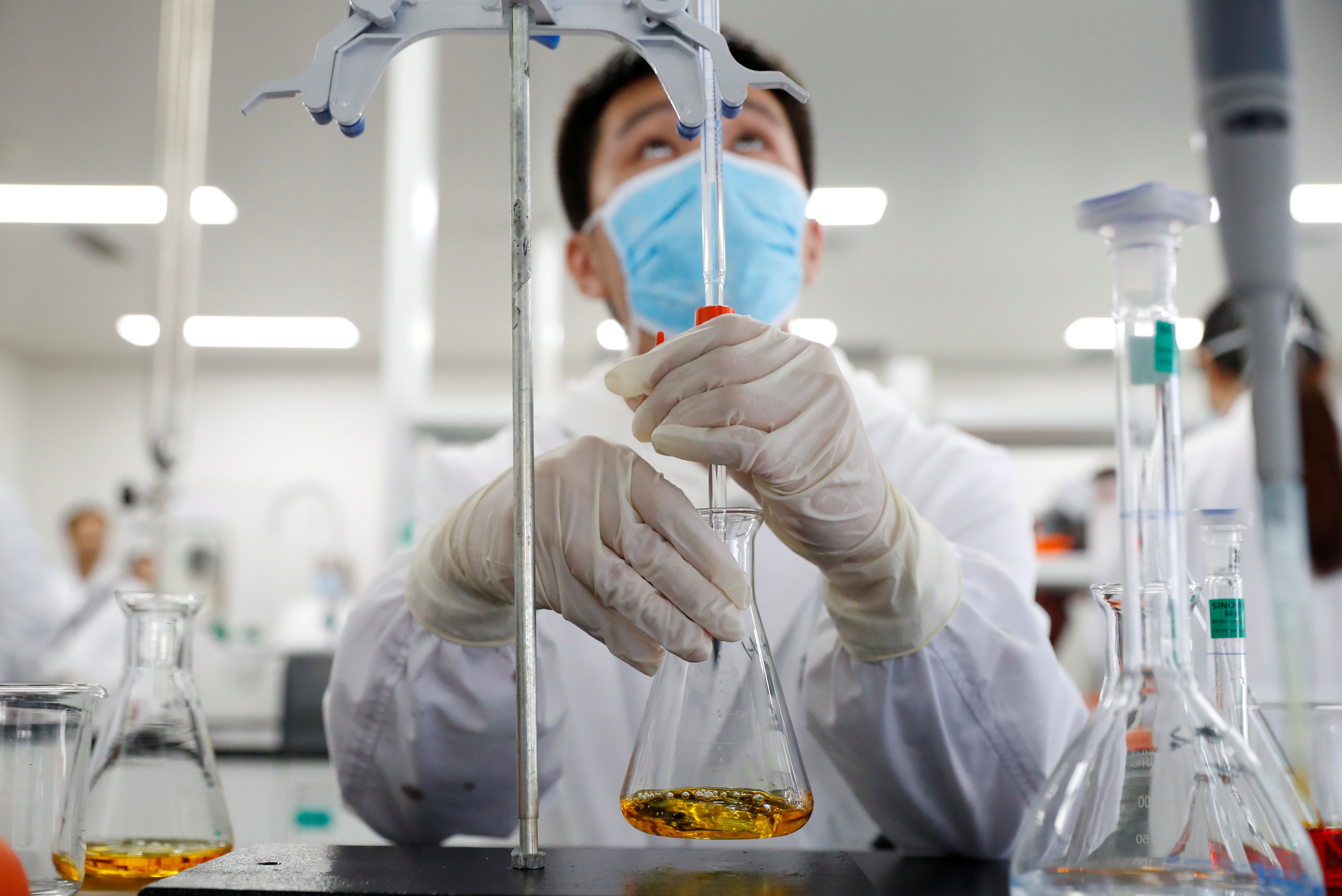 A man works in a laboratory of Chinese vaccine maker Sinovac Biotech, developing an experimental coronavirus disease (COVID-19) vaccine, during a government-organized media tour in Beijing, China, September 24, 2020. REUTERS/Thomas Peter     TPX IMAGES OF THE DAY - RC2X4J9NUGFK