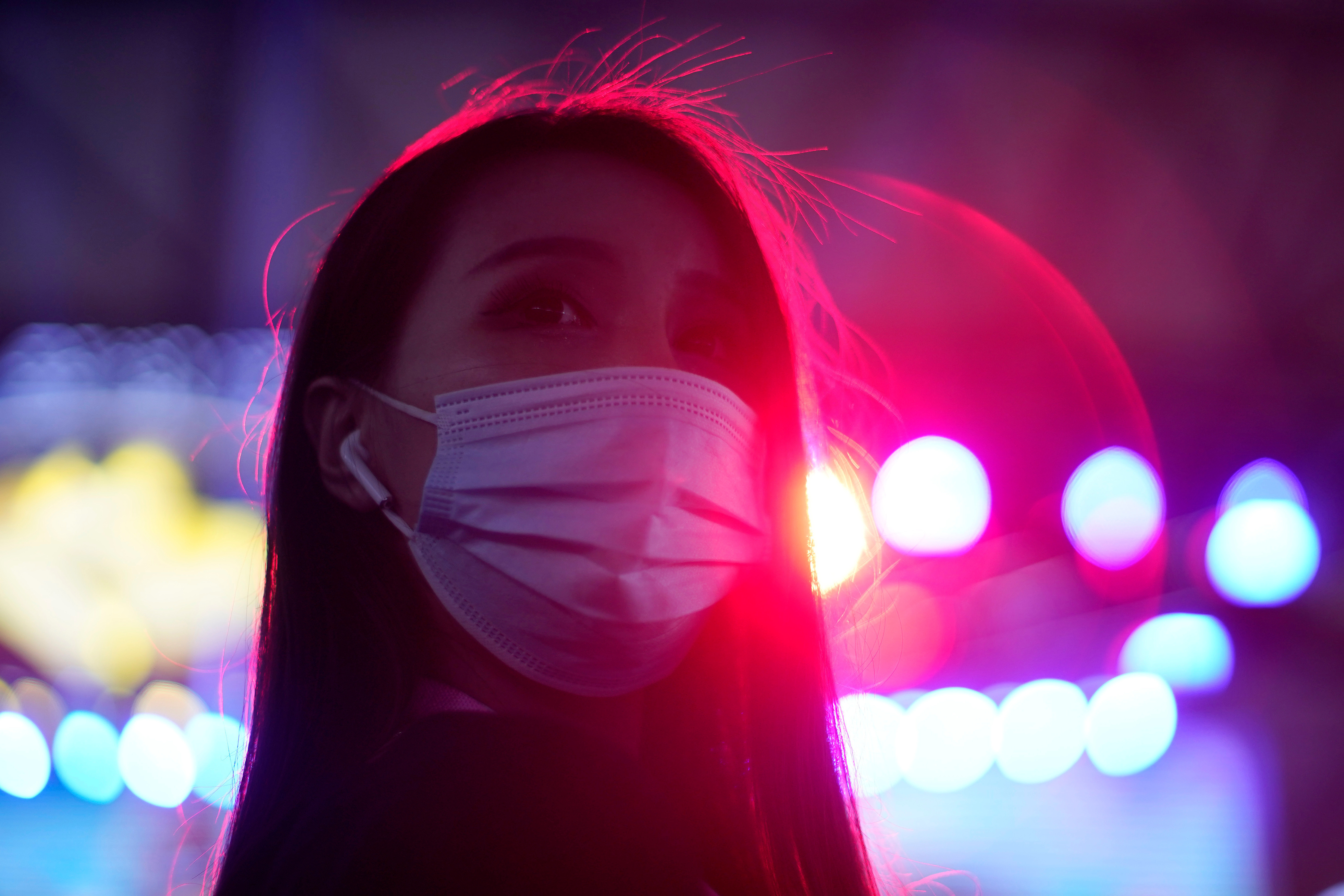 A girl wearing a protective face mask attends the China Digital Entertainment Expo and Conference (ChinaJoy) in Shanghai, following the coronavirus disease (COVID-19) outbreak, China July 31, 2020. REUTERS/Aly Song - RC264I9YJ5B3