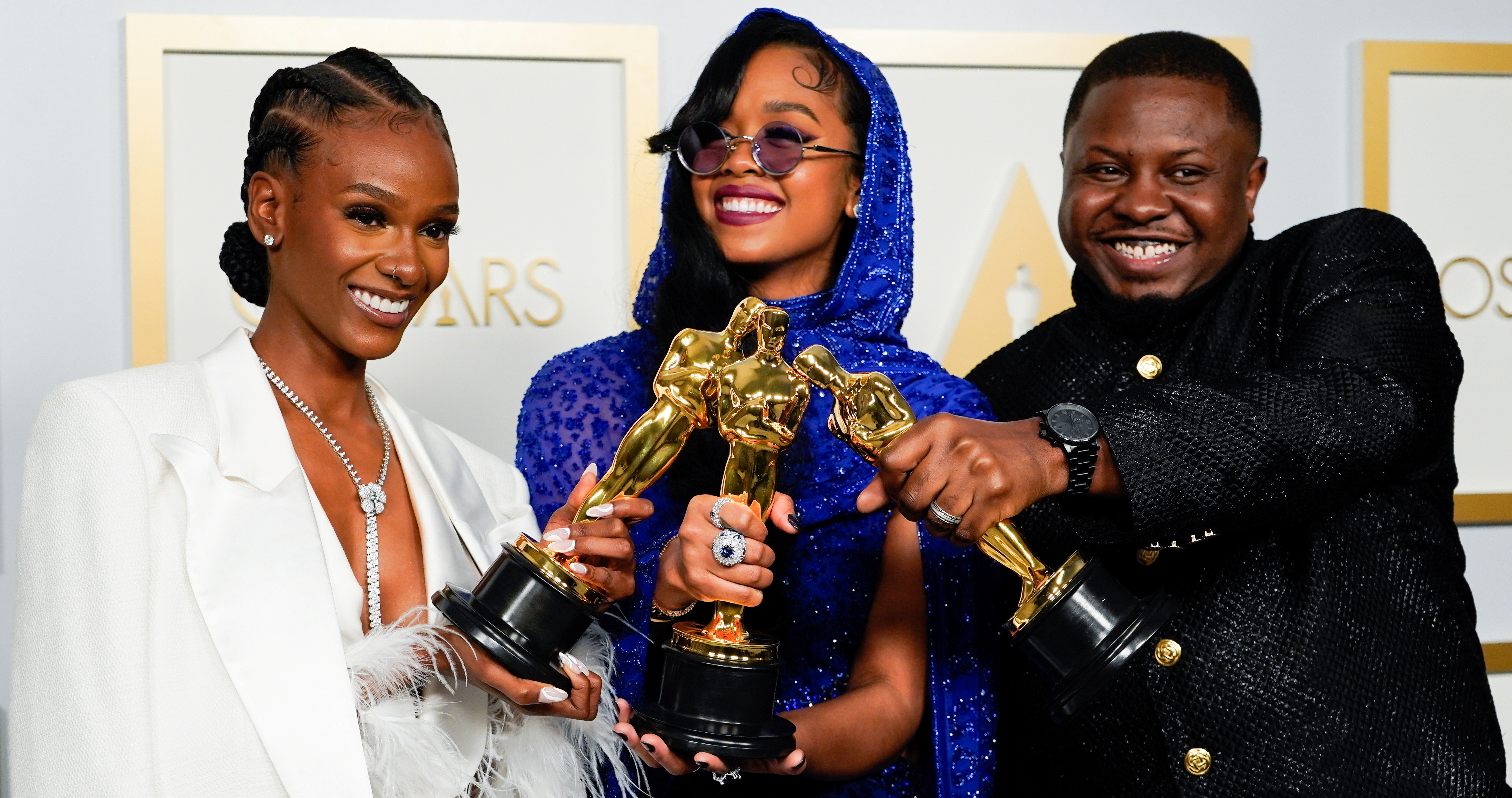 """Tiara Thomas, H.E.R. and Dernst Emile II, winners of the award for best original song for """"Fight For You"""" from """"Judas and the Black Messiah"""", pose at the press room of the Oscars, in the 93rd Academy Awards in Los Angeles, California, U.S., April 25, 2021. Chris Pizzello/Pool via REUTERS - RC2O3N94P05H"""