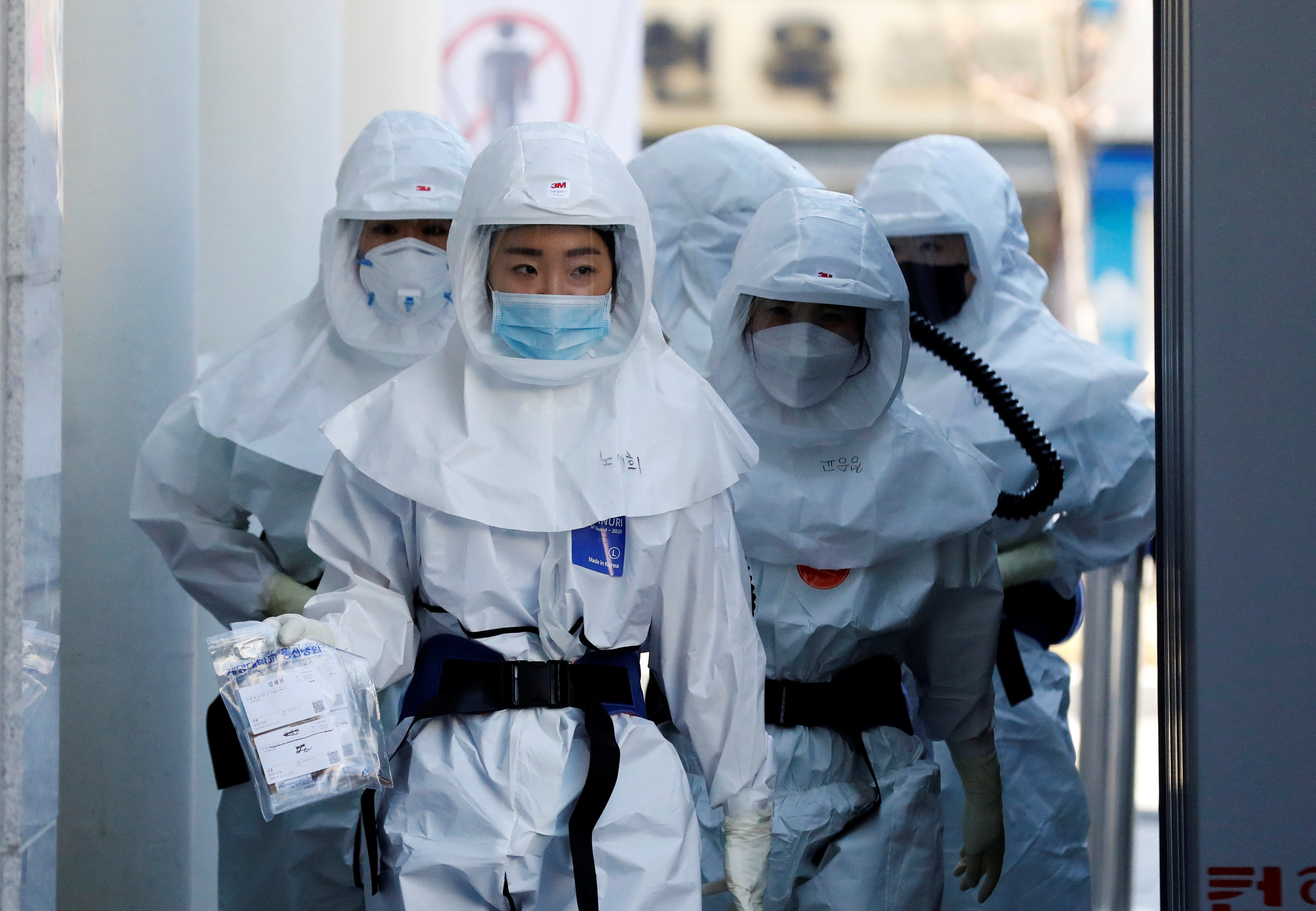 Medical workers head to a hospital facility to treat coronavirus patients amid the rise in confirmed cases of coronavirus disease (COVID-19) in Daegu, South Korea, March 14, 2020. REUTERS/Kim Kyung-Hoon - RC2LJF906NLX