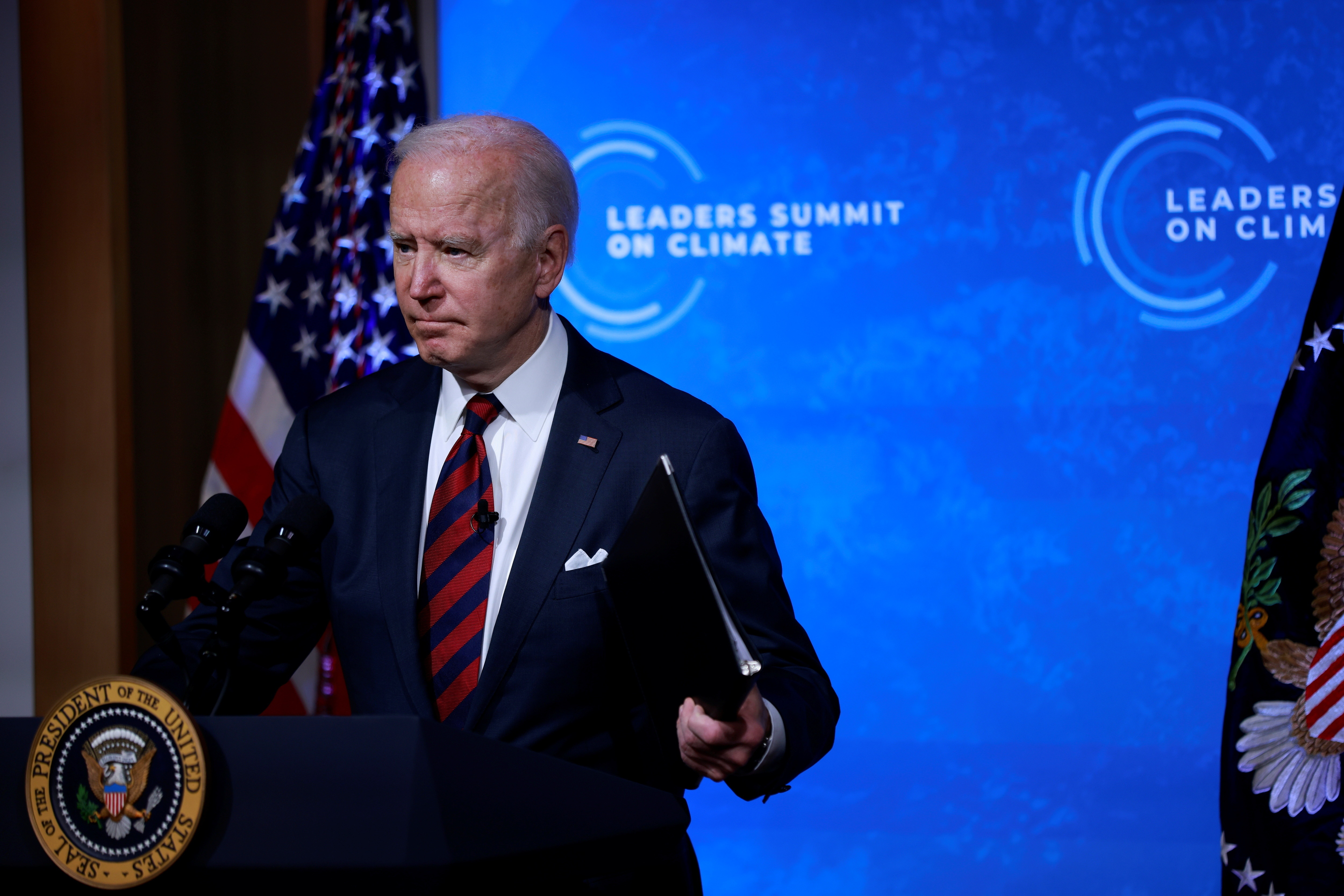 U.S. President Joe Biden participates in a virtual Climate Summit with world leaders in the East Room at the White House in Washington, U.S., April 22, 2021. REUTERS/Tom Brenner - RC201N9LID7Y