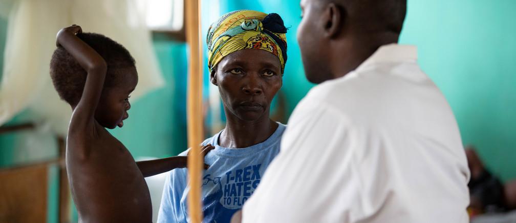 En algunas de las comunidades rurales del mundo, puede haber un solo médico para 70.000 personas