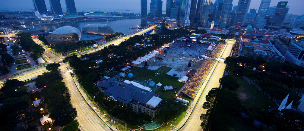 Part of the illuminated circuit is seen during the third practice session of the Singapore F1 Grand Prix at the Marina Bay circuit September 25, 2010. REUTERS/Edgar Su/File Photo - RTSSKCK