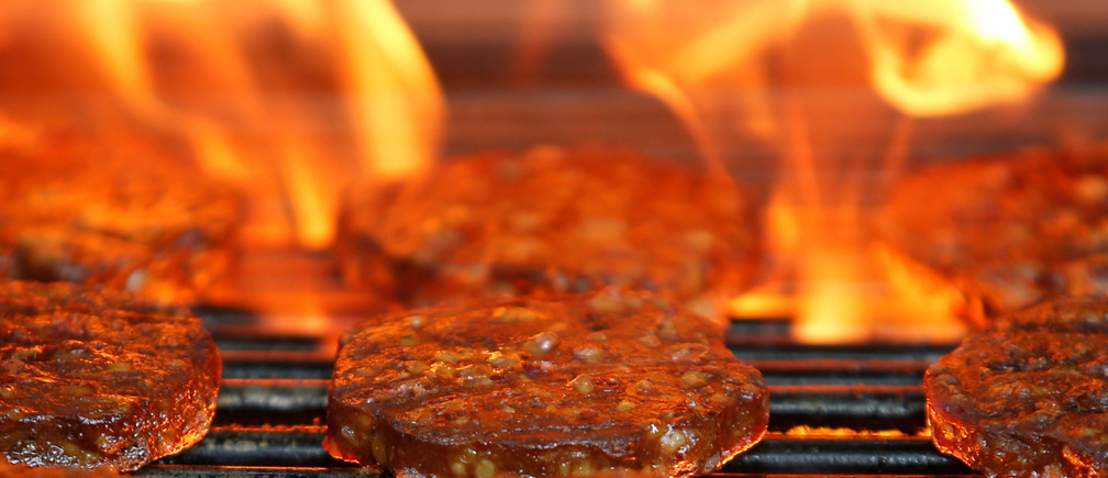 Veggie burgers are cooked over a flame on a grill in Greenwich, Connecticut, U.S., on June 26, 2017.  REUTERS/Adrees Latif - RC1E5872A3A0