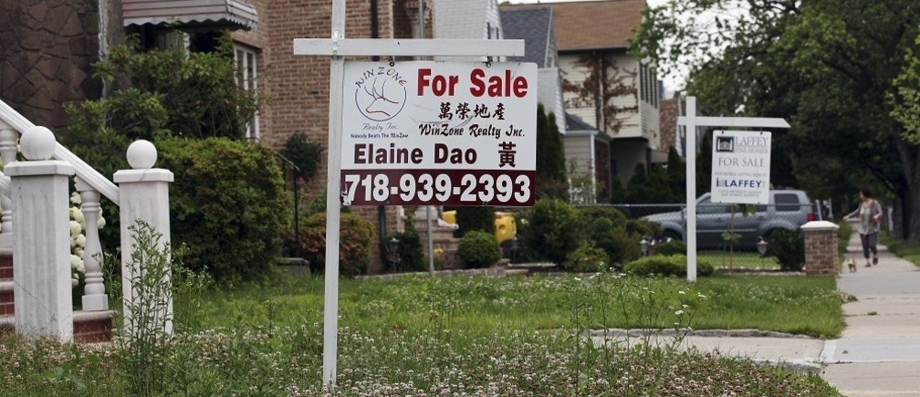 "A ""for sale"" sign is seen outside a home in New York June 19, 2012. U.S. housing starts fell in May from a 3-1/2 year high, although permits to build new homes rose sharply, suggesting a nascent housing recovery remains on track.  REUTERS/Shannon Stapleton (UNITED STATES - Tags: BUSINESS REAL ESTATE) - RTR33VCG"