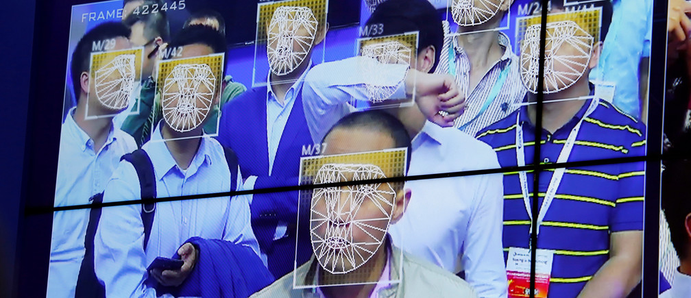 Visitors experience facial recognition technology at Face++ booth during the China Public Security Expo in Shenzhen, China October 30, 2017. Picture taken October 30, 2017.     REUTERS/Bobby Yip - RC1A55461440