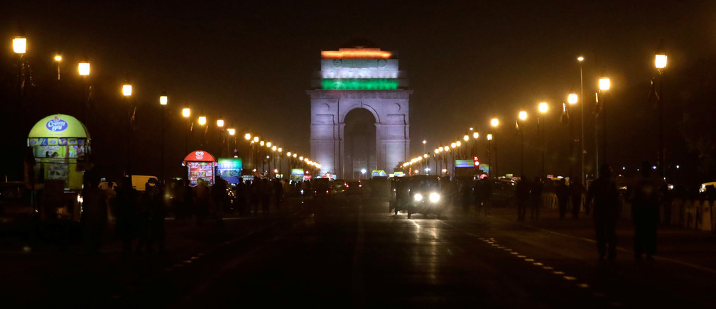 The India Gate war memorial is pictured before the lights were turned off for Earth Hour in New Delhi, India, March 24, 2018. REUTERS/Saumya Khandelwal - RC1E3670A3D0