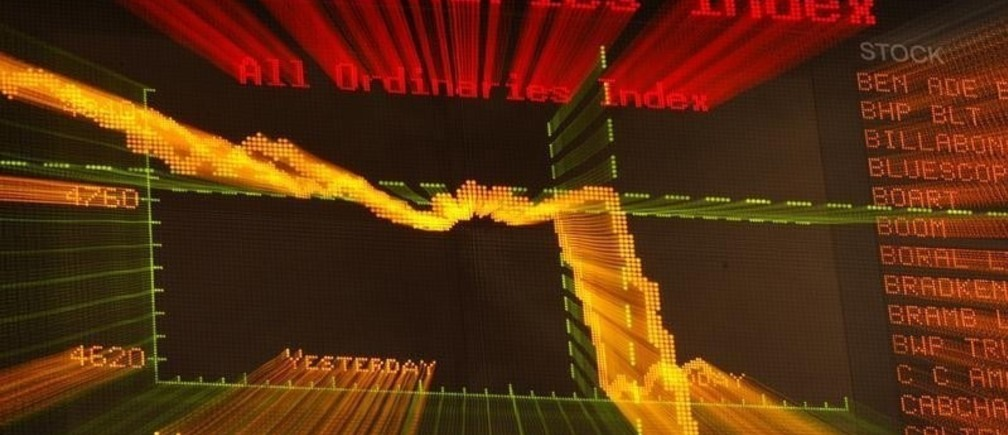 The September 17 and 18 curves are seen on the board at the Australian Securities Exchange (ASX) in Sydney September 18, 2008. Australian shares extended their losses to 4 percent in afternoon trade on Thursday, as investors continued to dump financial stocks on concerns about who could be the next victim of the global credit crisis. REUTERS/Daniel Munoz (AUSTRALIA) - RTR220CR