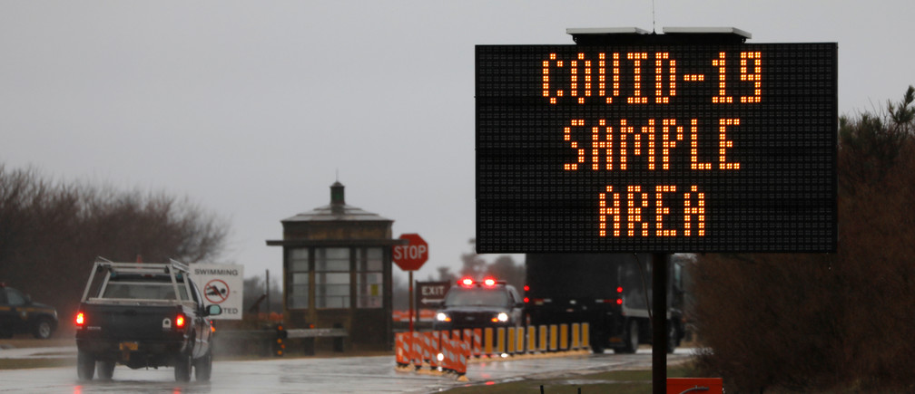 A car drives towards a testing facility for coronavirus (COVID-19) in Jones Beach on Long Island in New York, U.S., March 17, 2020. REUTERS/Andrew Kelly - RC2PLF9VZBVL