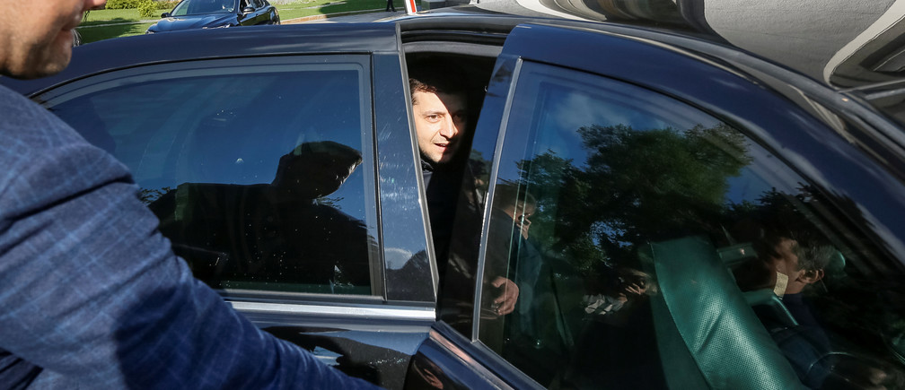 Ukraine's President-elect Volodymyr Zelenskiy sits in a car as he leaves after meeting Parliament members in Kiev, Ukraine May 4, 2019.  REUTERS/Valentyn Ogirenko - RC15CB2B69D0