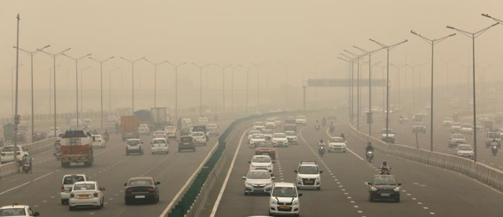 Vehicles drive among the smog on the Delhi - Meerut Expressway in New Delhi, India, November 2, 2019. REUTERS/Anushree Fadnavis