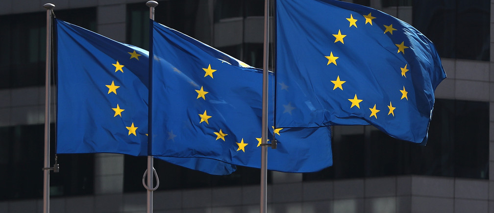 European Union flags fly outside the European Commission headquarters in Brussels, Belgium, April 10, 2019. REUTERS/Yves Herman - RC17F141D300