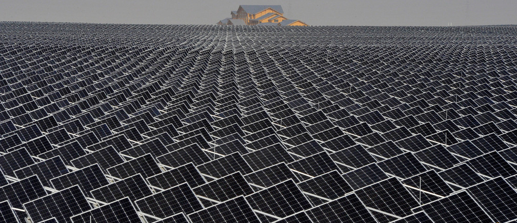 Solar panels are seen in Yinchuan, Ningxia Hui Autonomous Region, China April 18, 2017. Picture taken April 18, 2017. REUTERS/Stringer ATTENTION EDITORS - THIS IMAGE WAS PROVIDED BY A THIRD PARTY. EDITORIAL USE ONLY. CHINA OUT. NO COMMERCIAL OR EDITORIAL SALES IN CHINA. TPX IMAGES OF THE DAY - RC1F0C84DA90