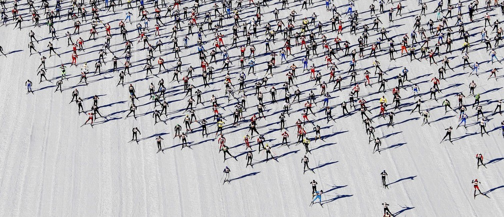 Cross-country skiers start during the Engadin Ski Marathon on the frozen Lake Sils near the village of Maloja March 10, 2013. More than 12,000 skiers participated in the 42.2 km (26.2 miles) race between Maloja and S-chanf near the Swiss mountain resort of St. Moritz. REUTERS/Michael Buholzer (SWITZERLAND - Tags: SPORT SKIING TPX IMAGES OF THE DAY) FOR BEST QUALITY AVAILABLE SEE GM1E9AK1A0301 - BM2E93A14B901