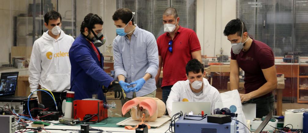 El equipo de Open Ventilator trabajando en Barcelona