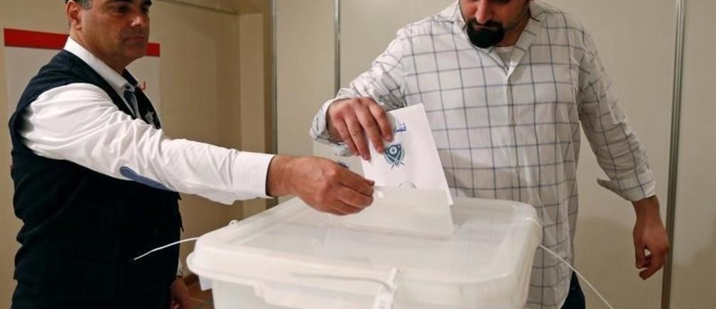 A Lebanese expat casts his vote at the Lebanese Embassy in Riyadh, Saudi Arabia April 27, 2018. REUTERS/Faisal al-Nasser - RC1AE20D9E10