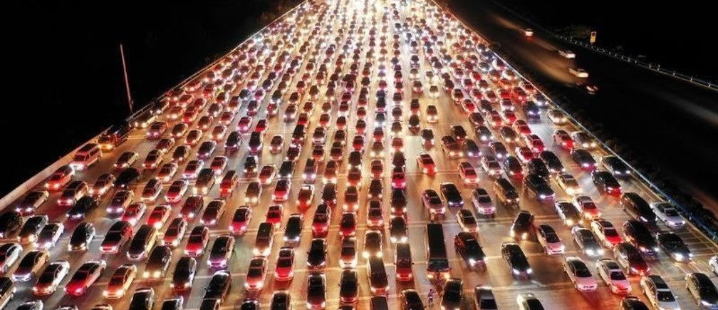 Vehicles are seen jammed on a express way near a toll station, at the end of the Mid-Autumn Festival holiday, in Zhengzhou, Henan province, China September 24, 2018. Picture taken September 24, 2018. REUTERS/Stringer ATTENTION EDITORS - THIS IMAGE WAS PROVIDED BY A THIRD PARTY. CHINA OUT.          TPX IMAGES OF THE DAY - RC19072A30B0