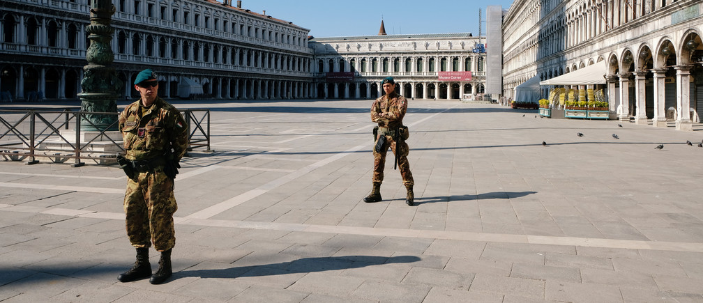 Soldiers patrol an empty Saint Mark's Square on Palm Sunday, following the coronavirus disease (COVID-19) outbreak in Venice, Italy, April 5, 2020. REUTERS/Manuel Silvestri - RC2BYF9K78EA