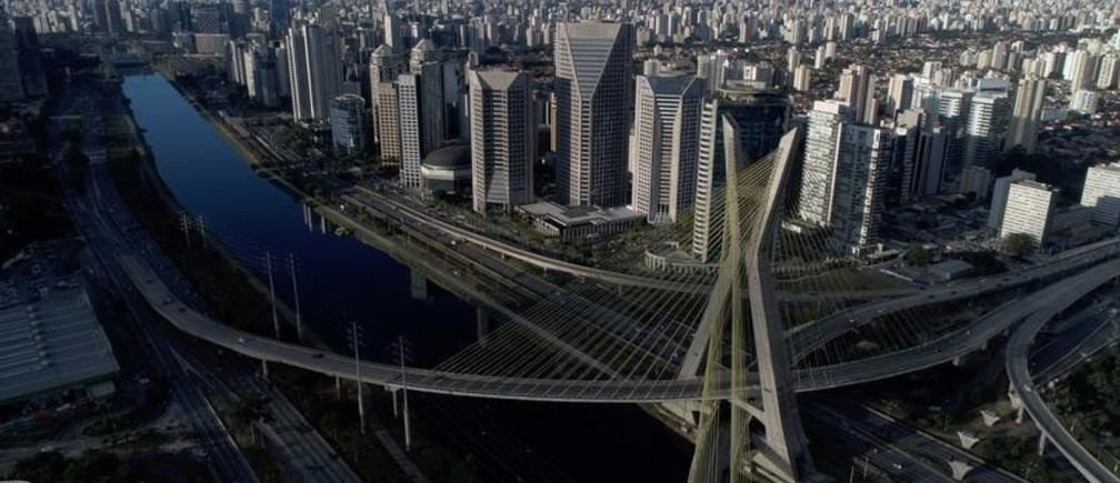 Aerial view of Octavio Frias de Oliveira bridge, a cable-stayed bridge, in Sao Paulo, Brazil August 5, 2017. REUTERS/Paulo Whitaker - RC1DD3242500